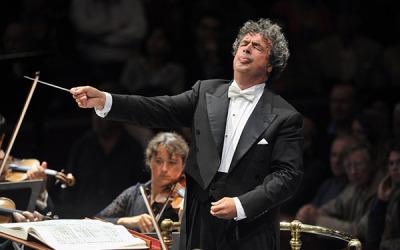 "Bychkov conducts inaugural ""Great Conductors at the Bolshoi"" concert"