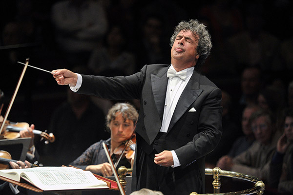 "Bychkov conducts inaugural ""Great Conductors at the Bolshoi"" concert"