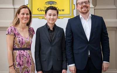 Daniel Lozakovich signs exclusively to Deutsche Grammophon